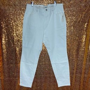 Style&co white ankle jeans short